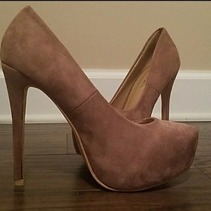 Last 7  High Heels Taupe 🚨 price is firm🚨